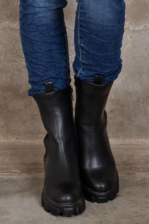 Boots-128-3---Svart-fram-2