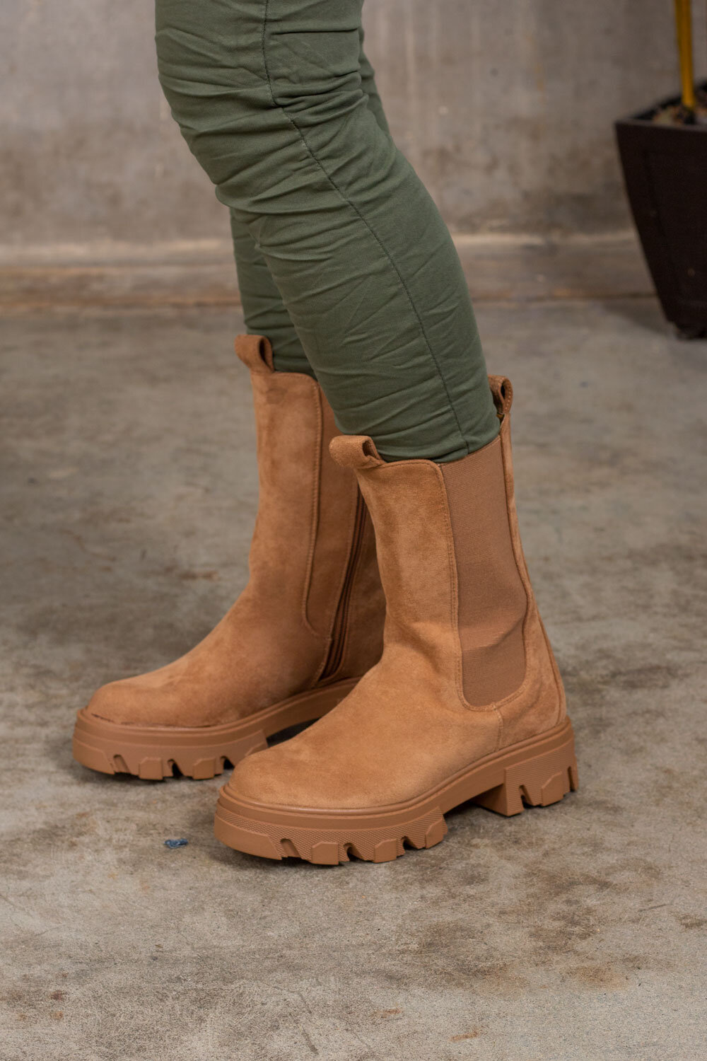 Boots in suede imitation - Camel