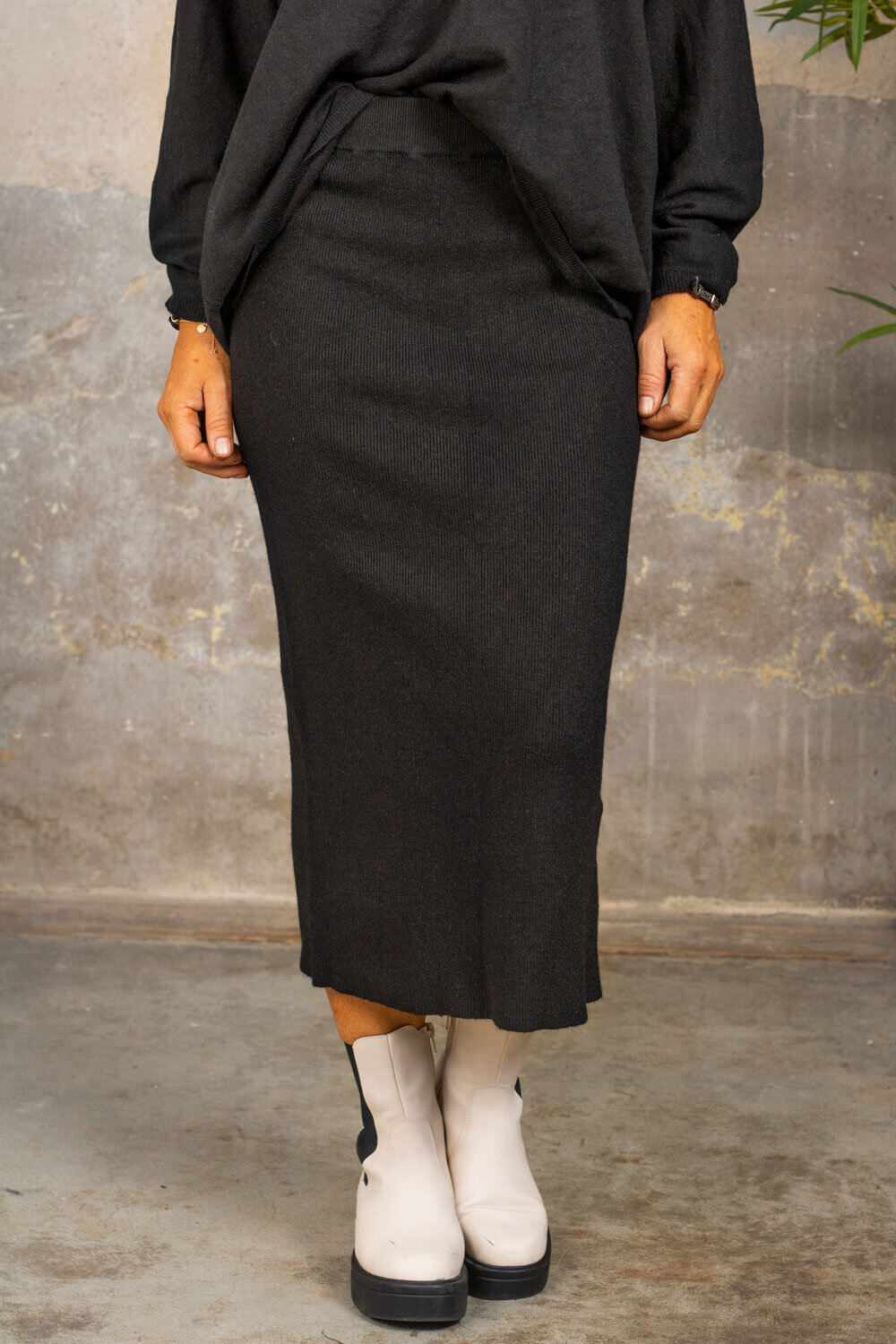Finely knitted skirt - Black