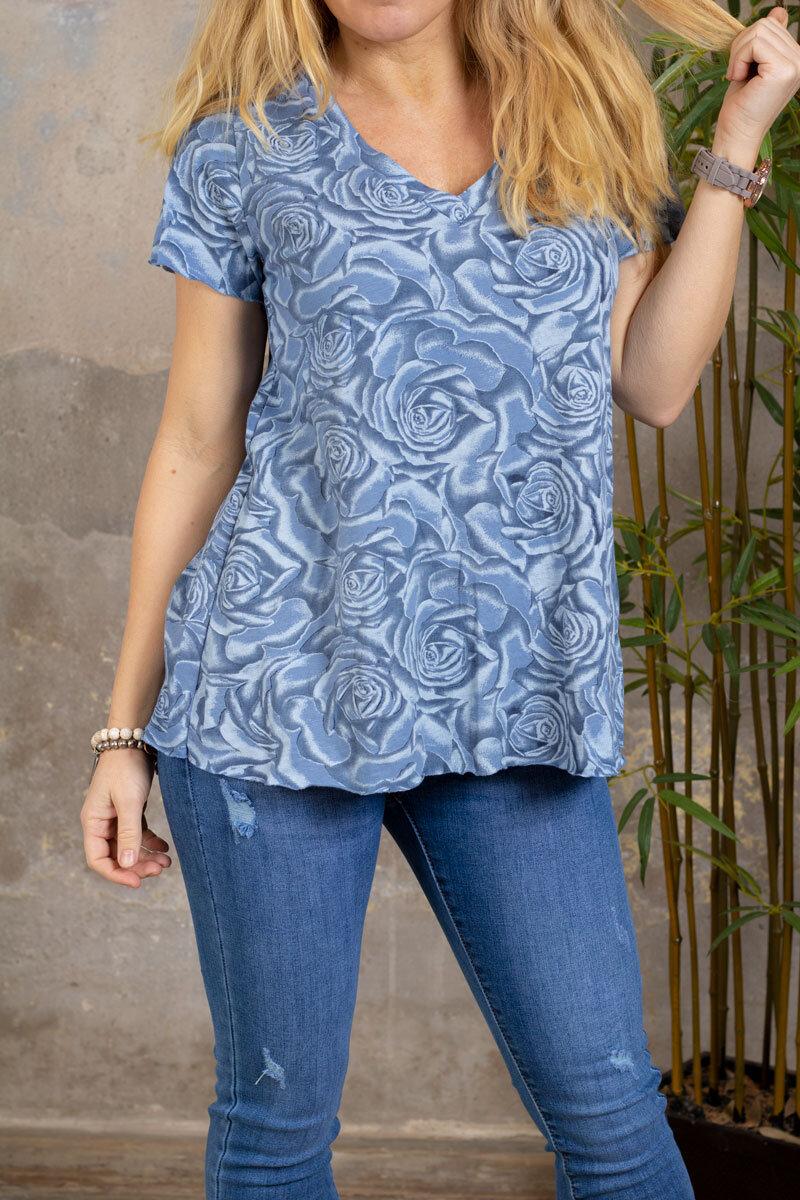 Marina - V-neck T-shirt - Roses - Blue
