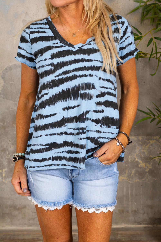 Marina - V-neck T-shirt - Zebra - Blue