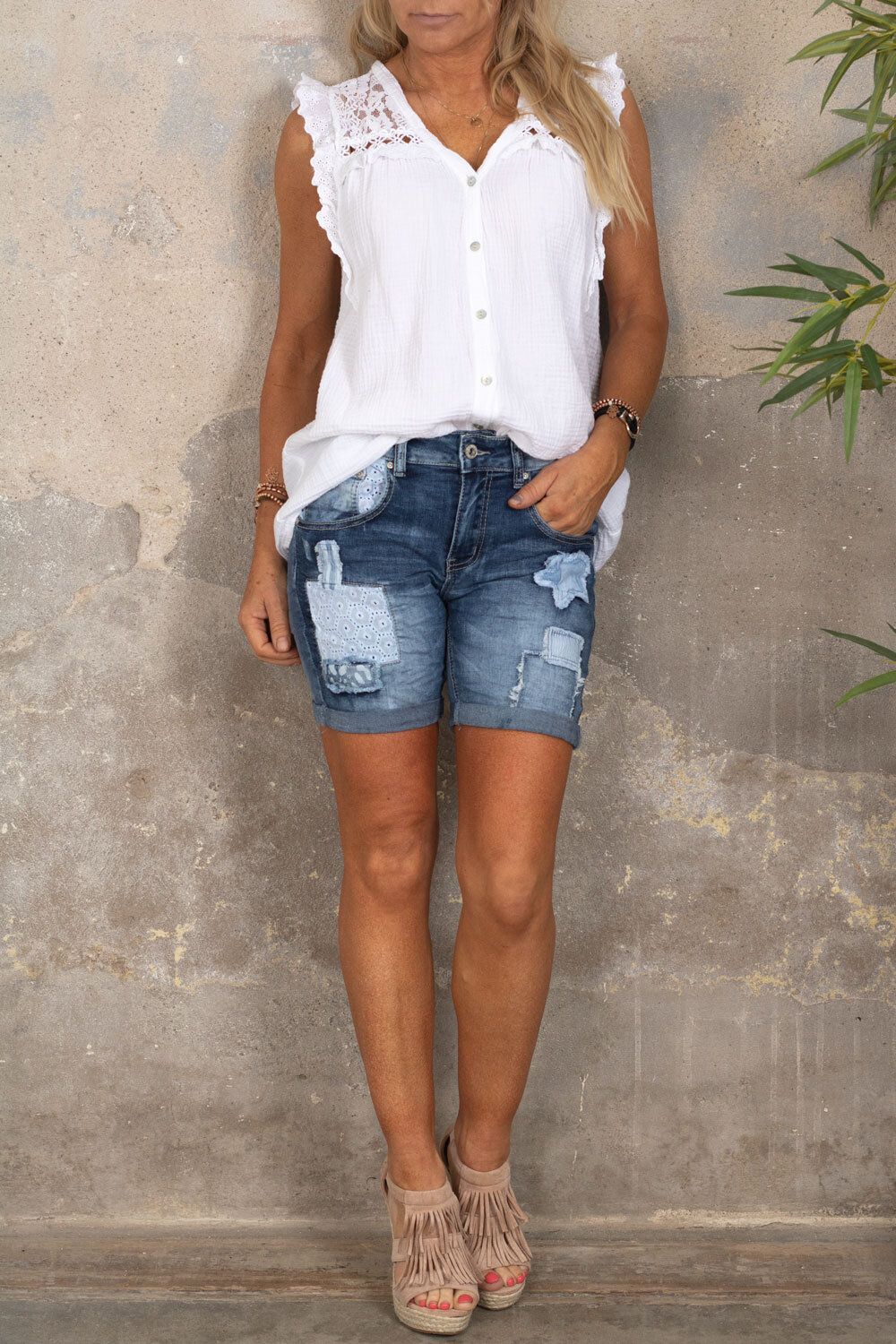 Shorts with patches - 1850 - Denim