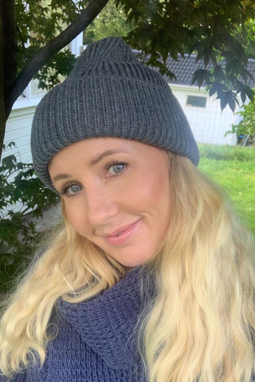 Knitted hat - Dark gray