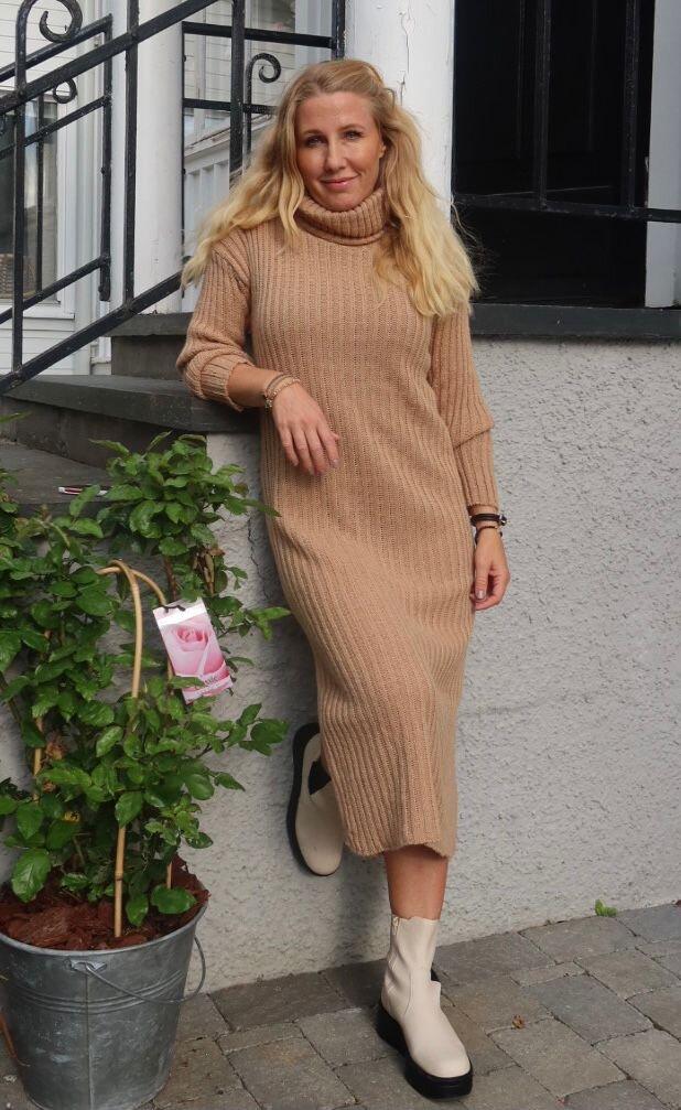 Amelia - Rib knit dress - Sand