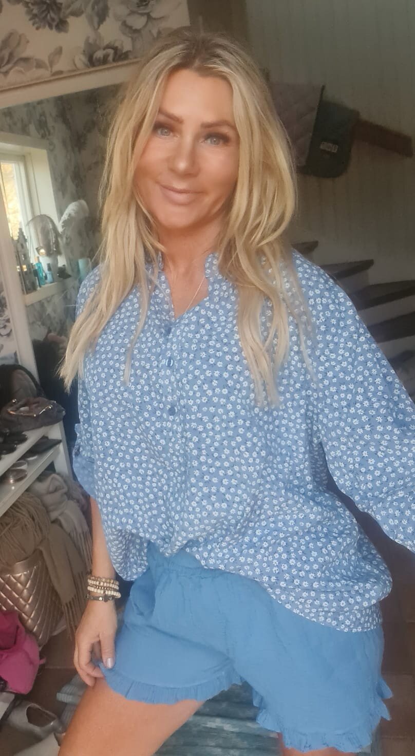 Cora Blouse - Small white flowers - Blue